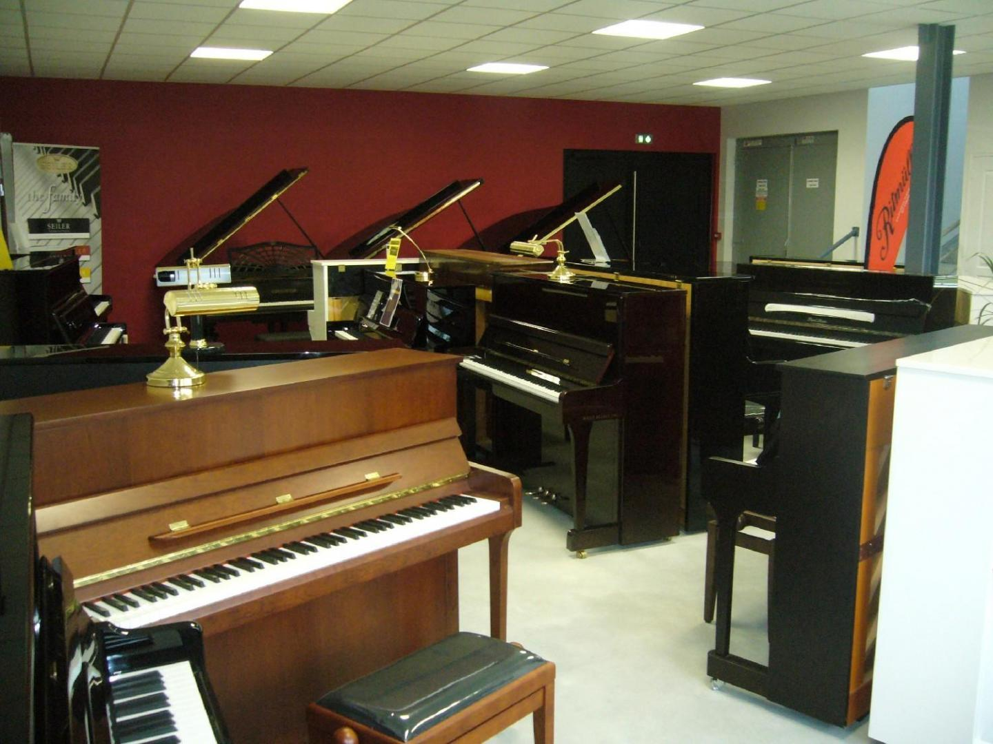 Divers pianos droit en location